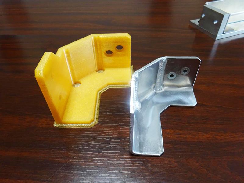 ニンジャボットで製造した検査冶具(黄色)